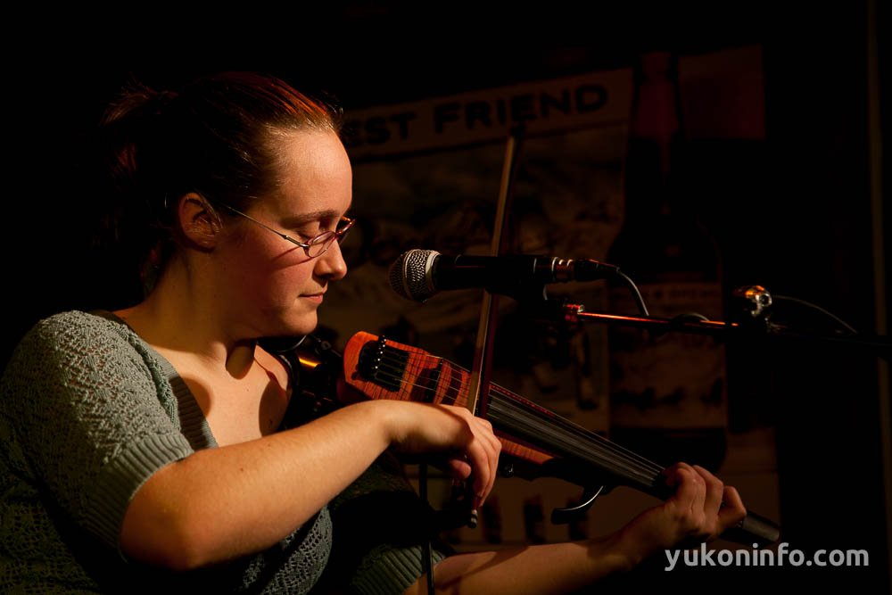 yukon-info-open-mic-gold-pan-5622